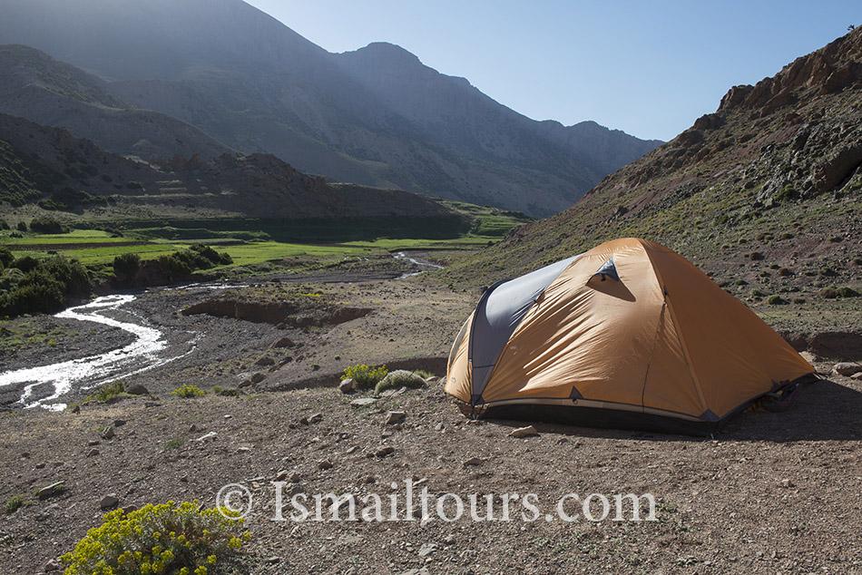Marokko , 20140602. Tent staat in de vrije natuur. Camping, tent in free nature. Naamsvermelding verplicht; Foto: Sabine Joosten/Hollandse Hoogte