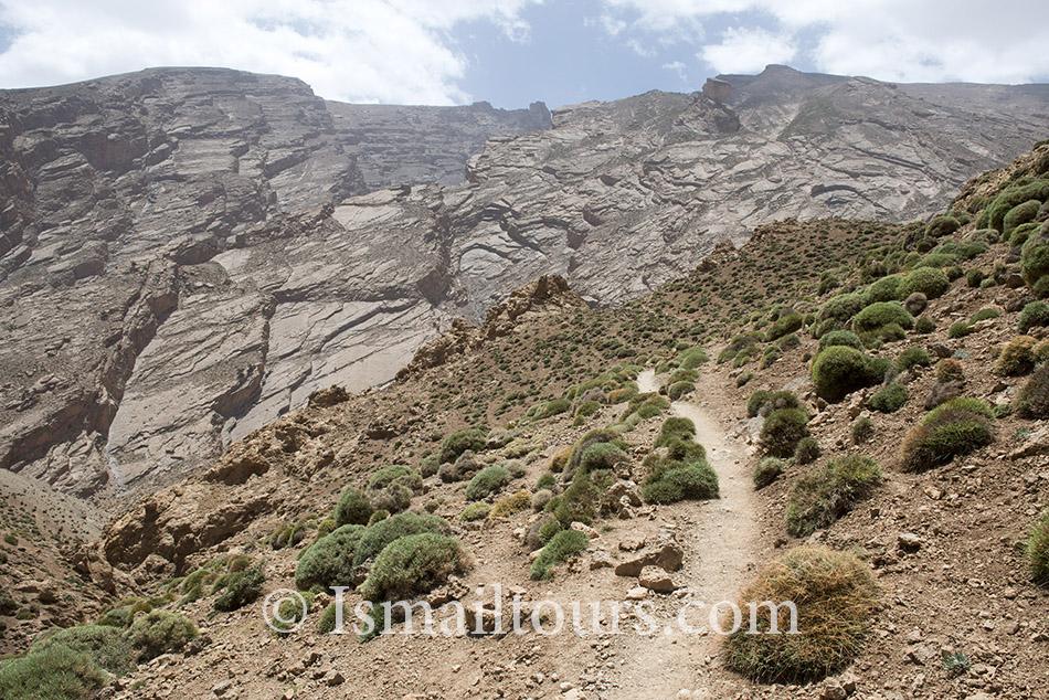 Marokko, Oulilimt, 20140604. Landschap in de hoge atlas.Ezelpaadje. Donkey path . Landscape in the mountains. Naamsvermelding verplicht; Foto: Sabine Joosten/Hollandse Hoogte