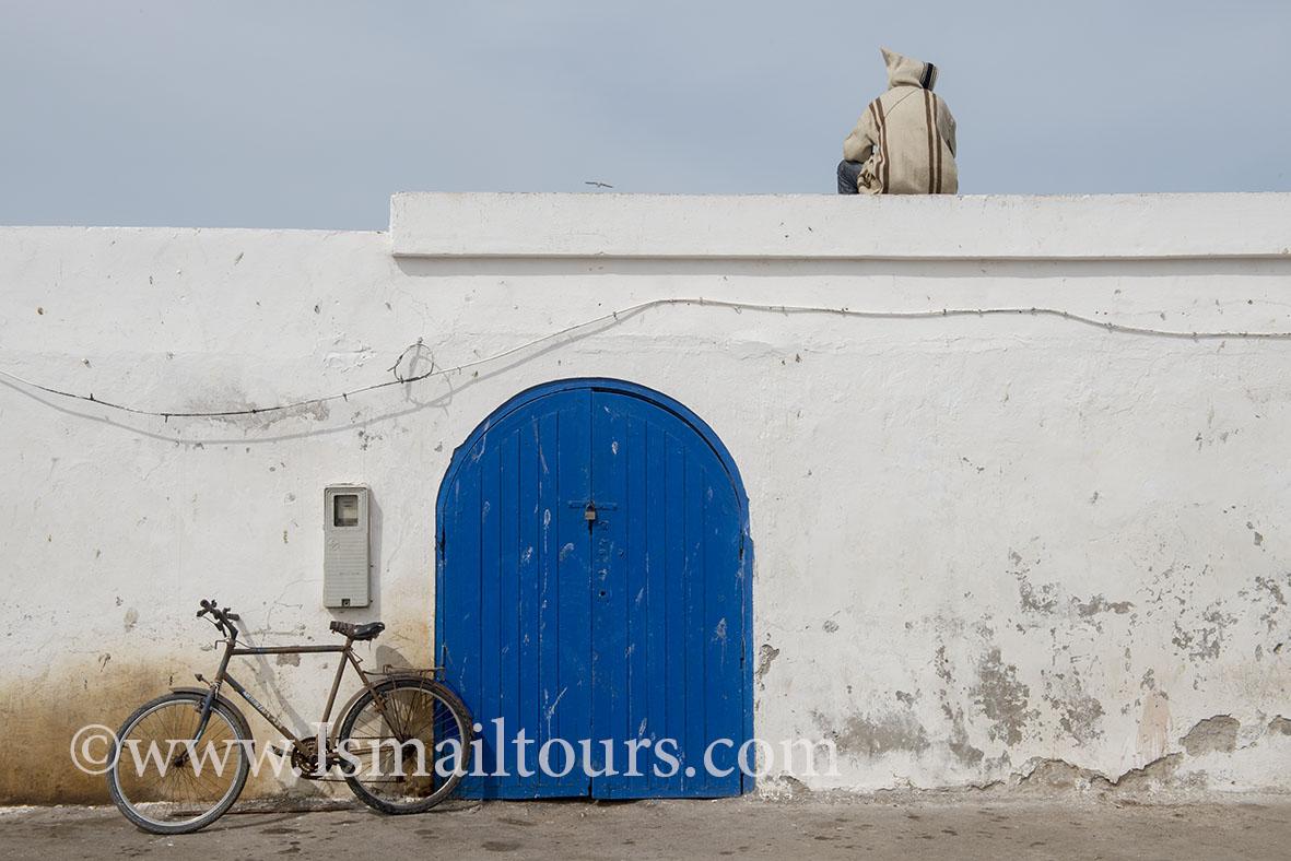 Marokko, Essaouira 20150304. Dagelijks leven , straatbeeld van provinciestadje. Blauwe deur. Blue door . Daily life, streetscene.Naamsvermelding verplicht; Foto ; Sabine Joosten/Hollandse Hoogte